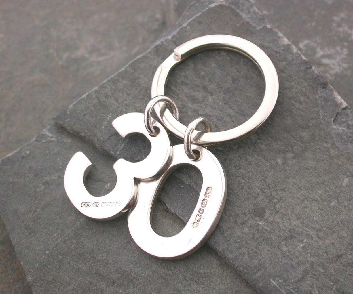 Silver Magpie keyring 30
