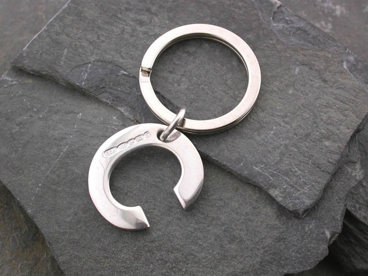 Silver Magpie keyring C