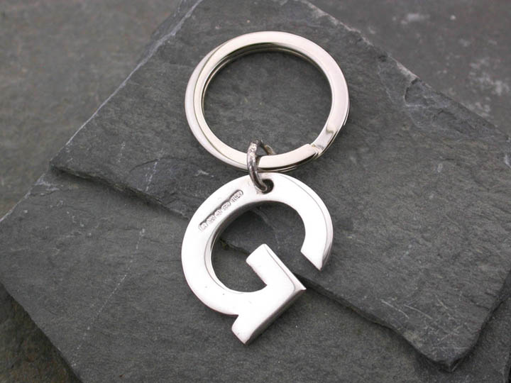 Silver Magpie keyring G