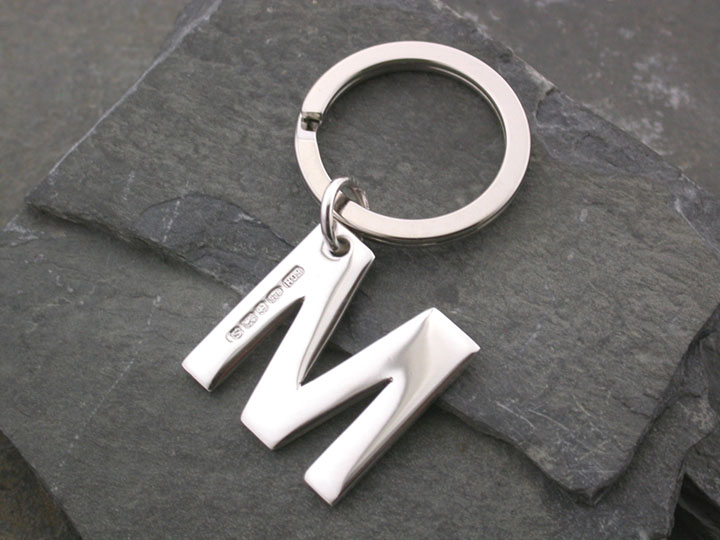 Silver Magpie keyring M 1