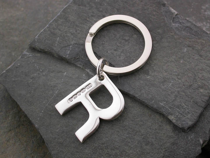 Silver Magpie keyring R 1