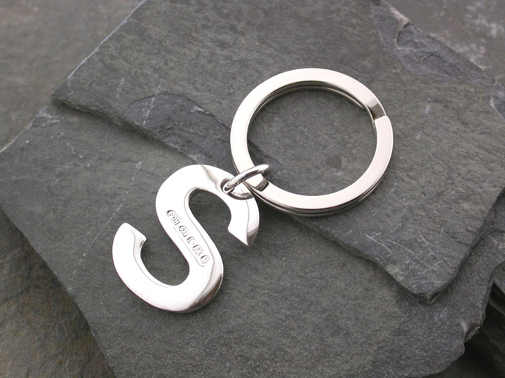 Silver Magpie keyring S 1