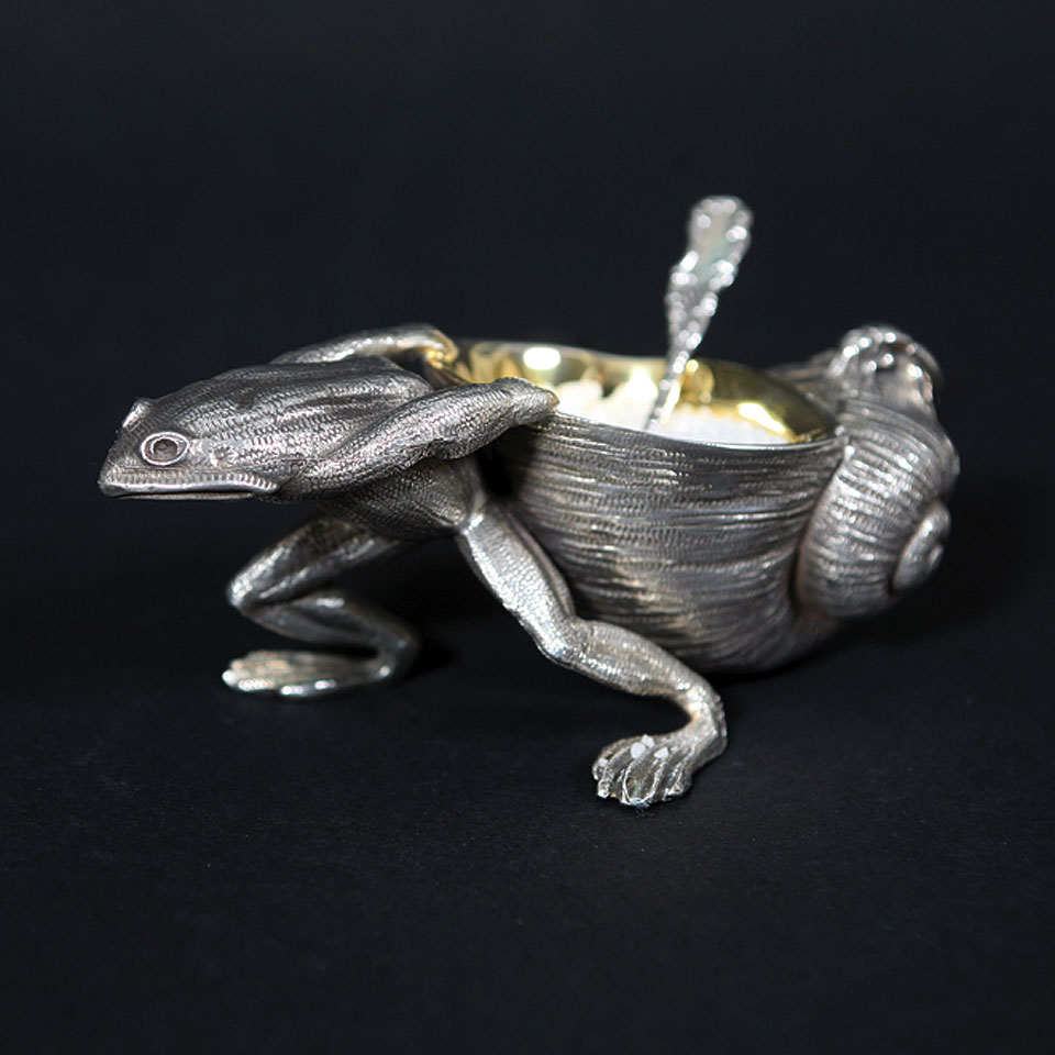 Silver Magpie frog snail open salt